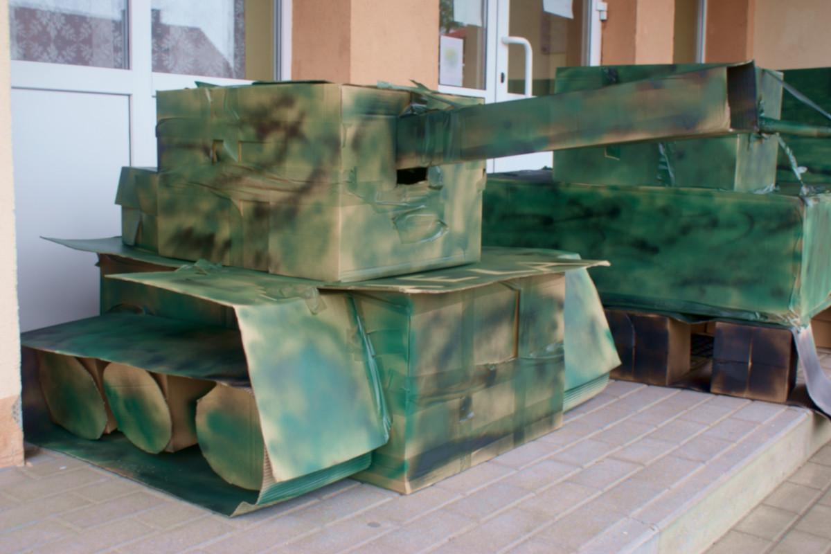7. budowa makiet czołgów przez rzeszowskie jednostki 2